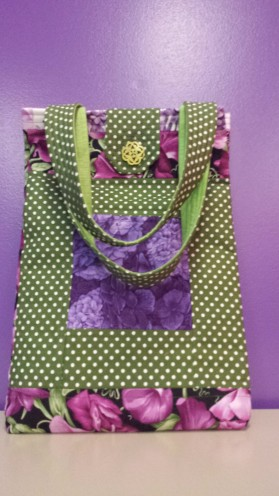 Pea flowers quilted handbag